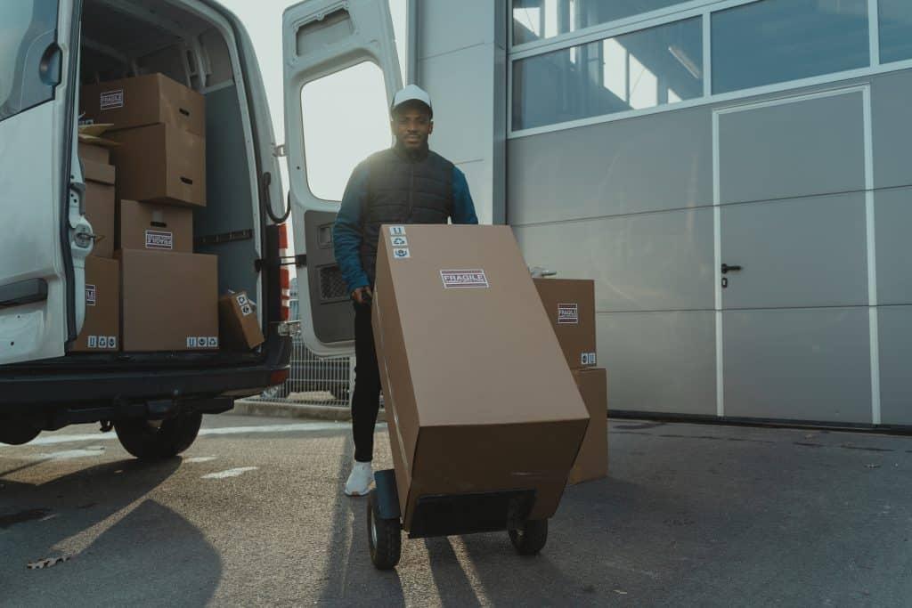 עלות משלוח חבילה בארץ